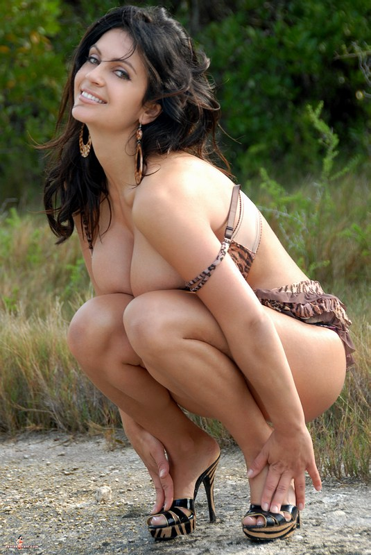 denise milani free nude pussy pics