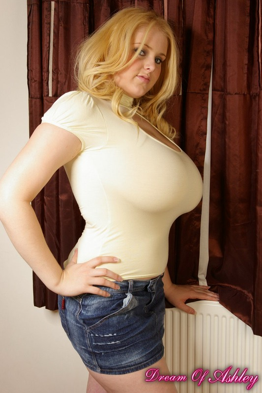 Amateur big tits tight top
