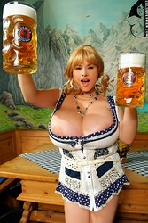 Chloe tits beer Vevrier and